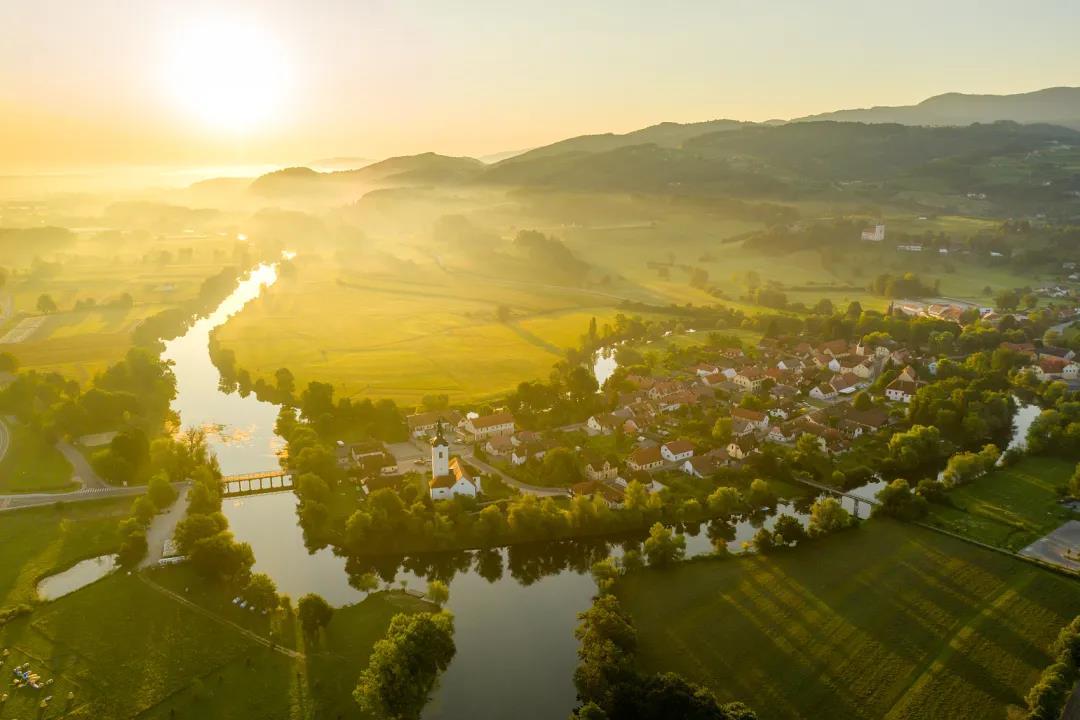 智慧旅游平台带动乡村旅游迭代升级